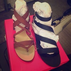 New never worn Sandals brown- 9.5 black- 10